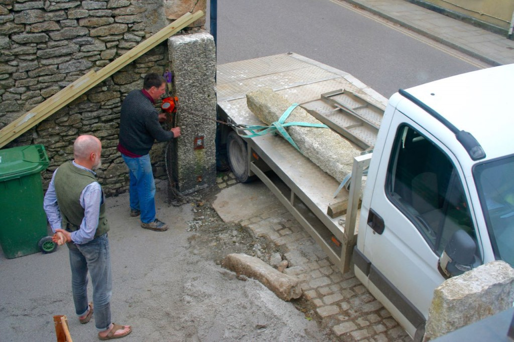 The third gatepost and partner for Archavon arrives.