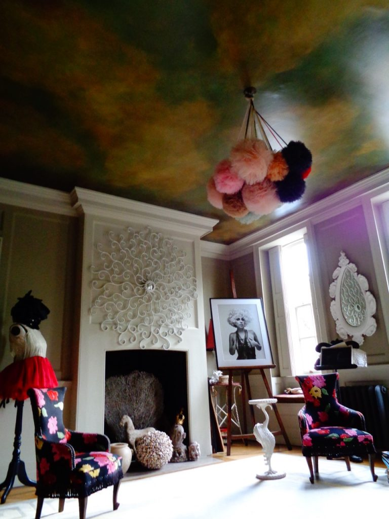 The drawing room at 40 Winks.
